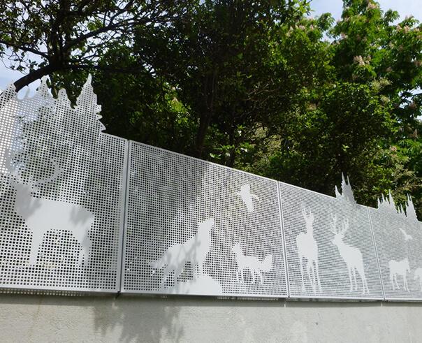 clôture crèche en tôle décorative